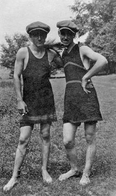 Mens-swimsuits-with-skirts-in-1910_400.jpg