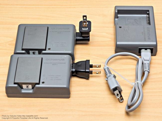 カメラのバッテリー充電器用の電源プラグ