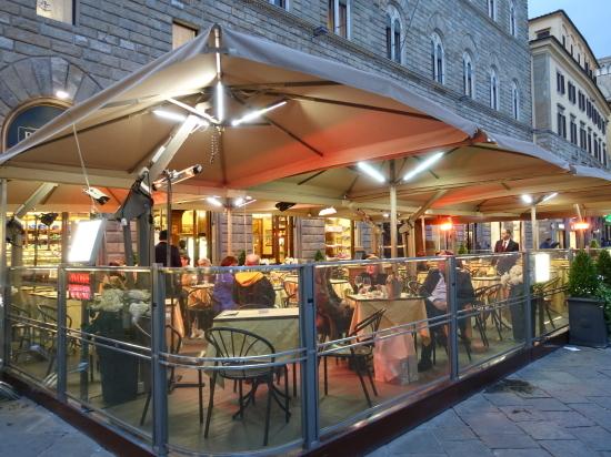 夜のカフェ1