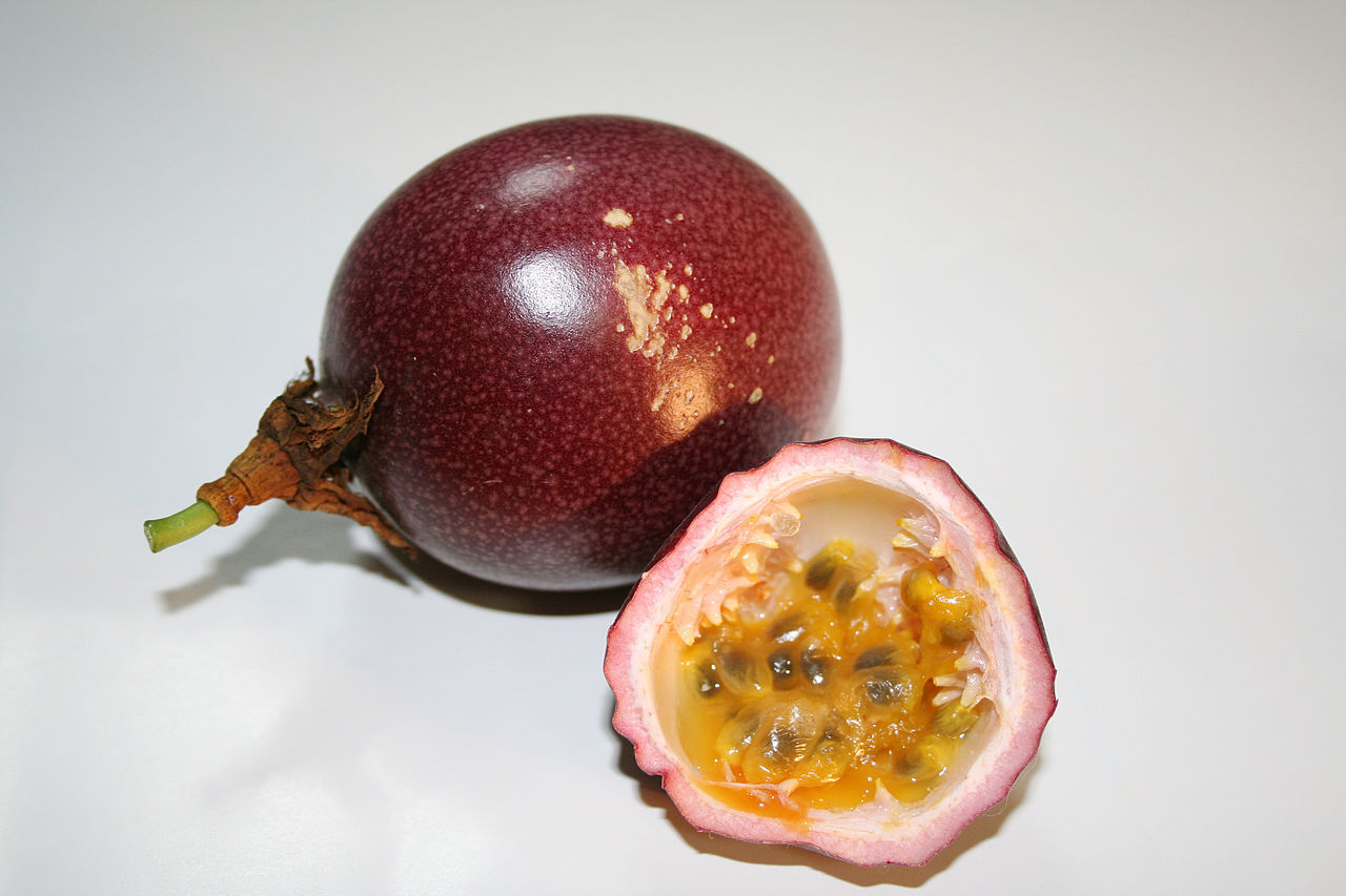1280px-Passion_fruit_red2[1]