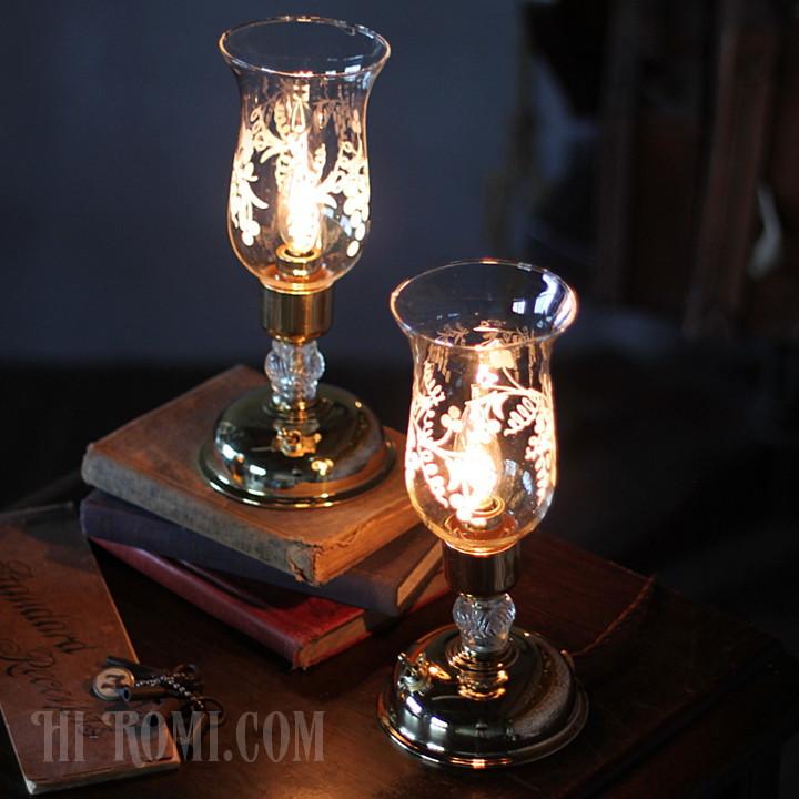 アメリカンヴィンテージのガラスチムニー付きテーブルライト