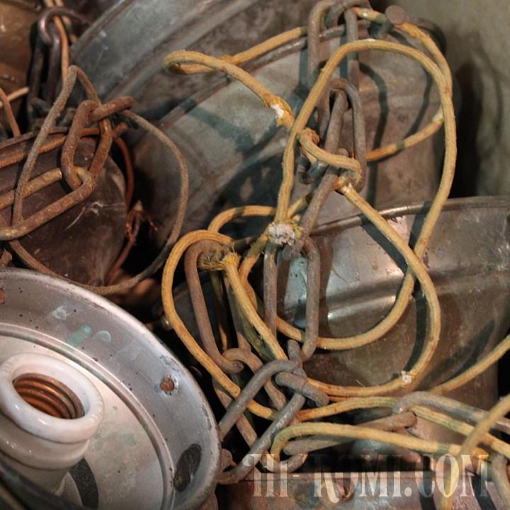 1940年代の古い照明器具たち。劣化したコードや汚れを排除してクリーニグ。