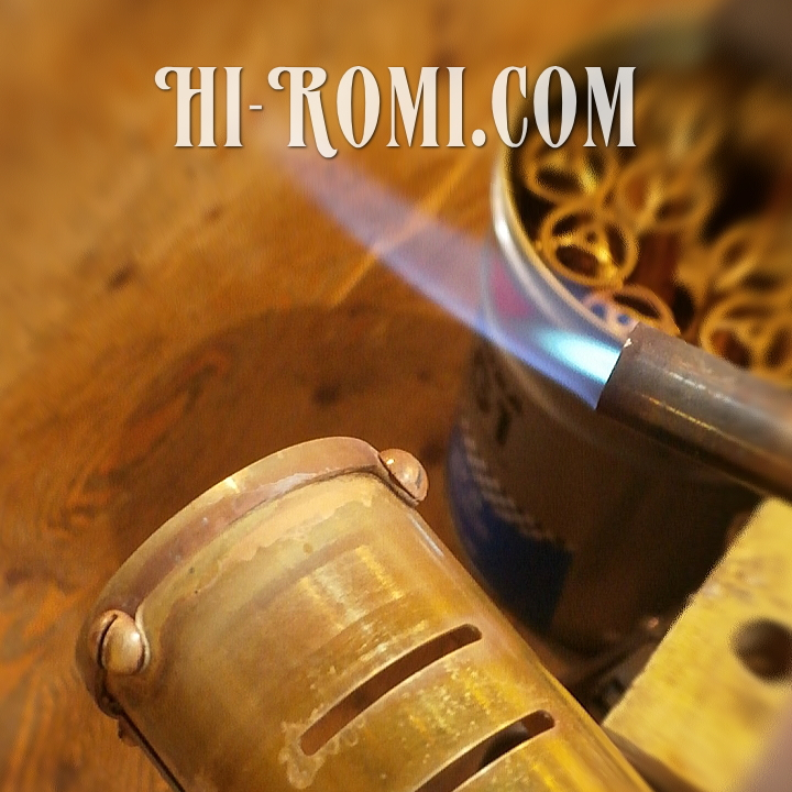 Hi-Romi.com(ハイロミ)オリジナルの真鍮製ピクチャーライト製作中。