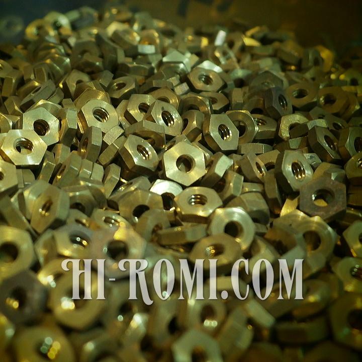 真鍮のナットは、Hi-Romi.comにとって必需品。
