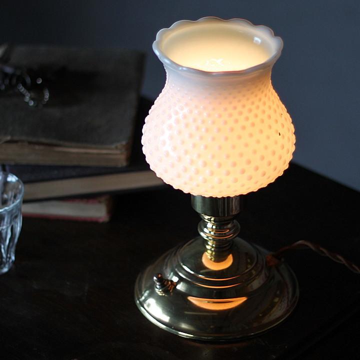 USAヴィンテージホブネイルのミルクガラスシェード付ミニテーブルライト