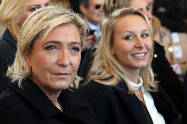 フランス国民前線を率いるマリーヌ・ルペン氏(左)と政治家マリオン・マレシャル=ルペン 氏。ERIC GAILLARD_REUTERS