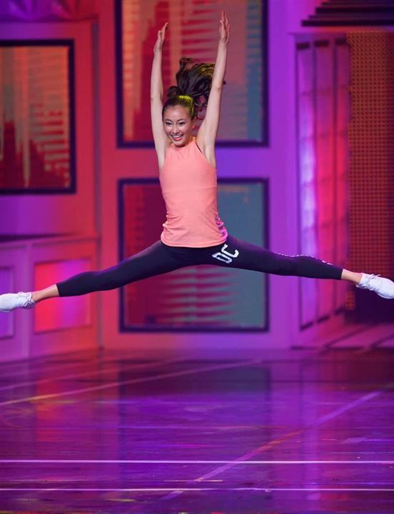 wor17070312110014-m3_「傑出した若い女性」コンクール第1予選で演舞を披露するスカイ・ボークさん