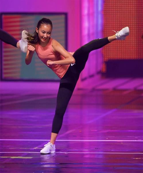 wor1707030030-p7_「傑出した若い女性」コンクール第1予選で演舞を披露するスカイ・ボークさん