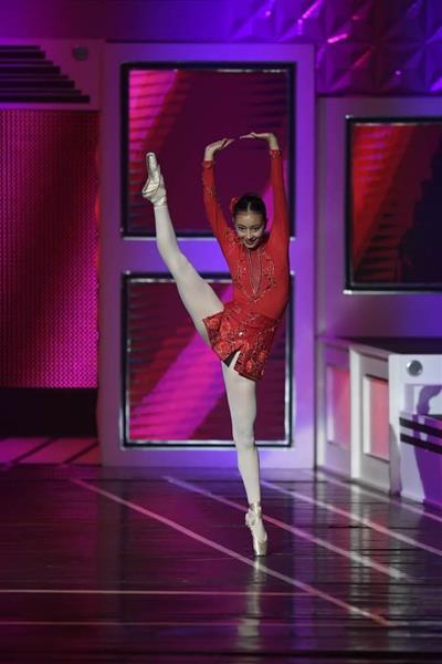 wor1707030030-p6_「米国の傑出した若い女性」コンクールでバレエを披露するスカイ・ボークさん