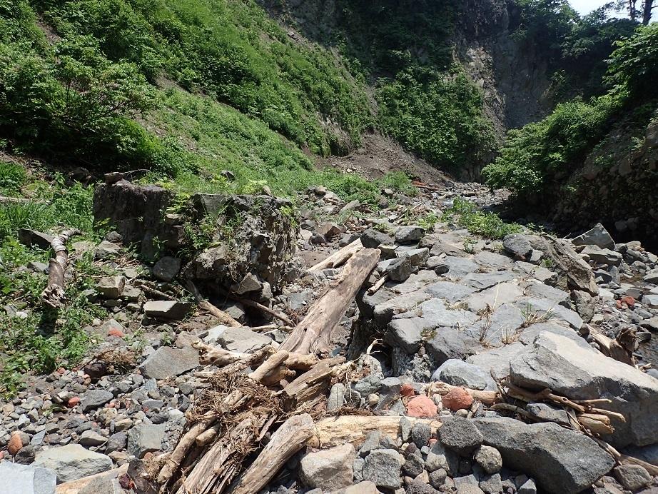 最上流の砂防堰堤の崩壊した跡