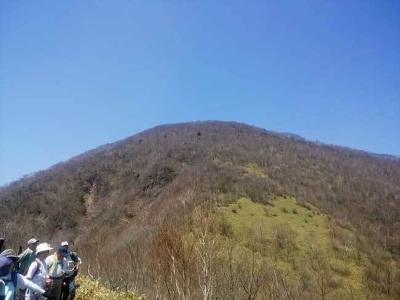 登山道(黒檜山を望む)