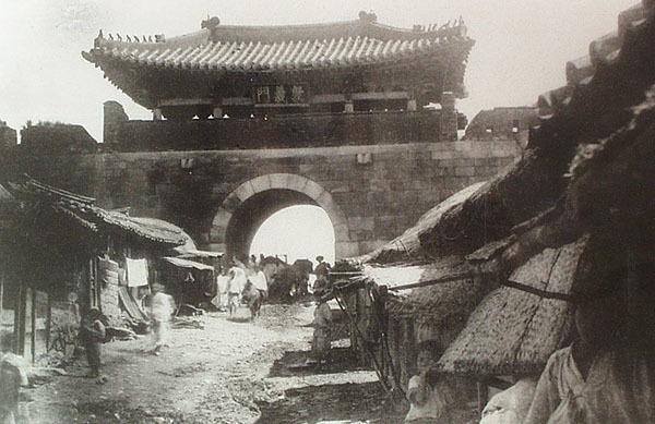 併合前の敦義門