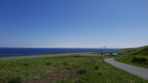 利尻空港付近道路から海岸