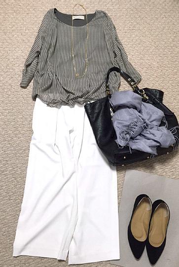 ユニクロの「白ワイド」、穿きました