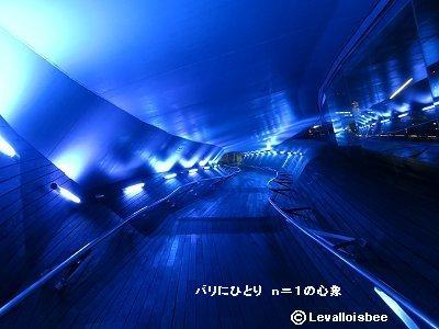 ヨコハマ大桟橋の青い回廊downsize
