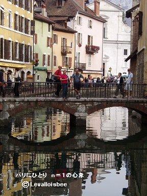 小さな運河の眼鏡橋downsize