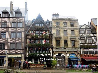 Place du Vieux Marche広場のレストランREVdownsize