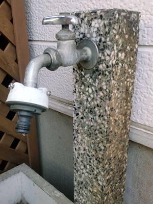 水漏れの蛇口