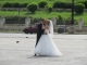 国民の館広場で結婚記念写真