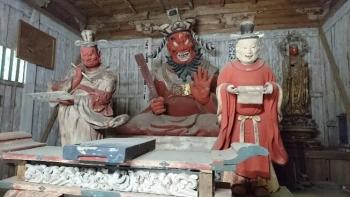 西明寺の閻魔堂の中 笑う閻魔さま