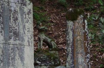 橋をわたってもムキムキの狛犬様(^^♪