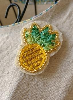 パイナップルの刺繍ブローチ