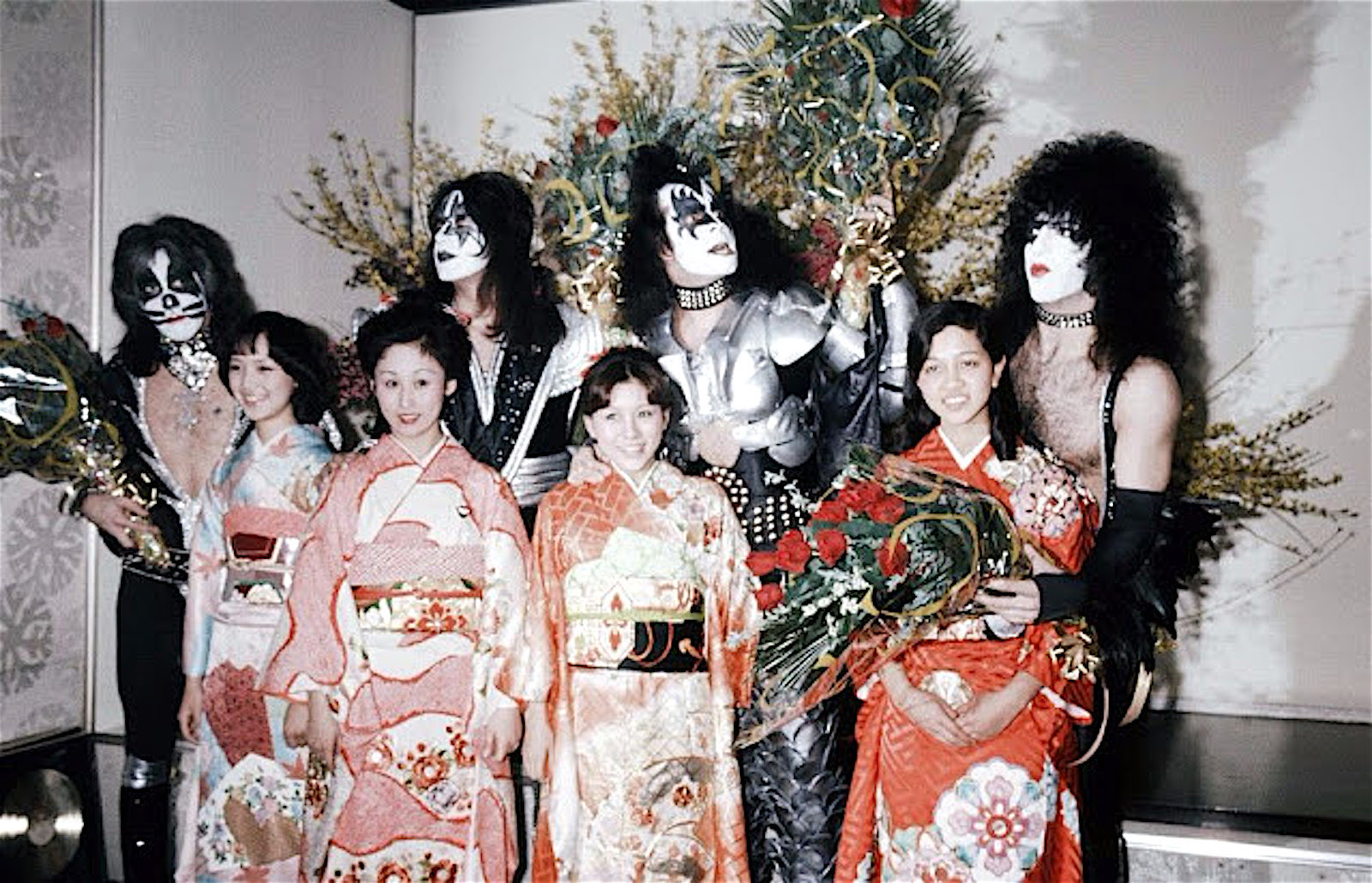 rock-stars-as-tourists-in-japan-1970s-80s-4.jpg
