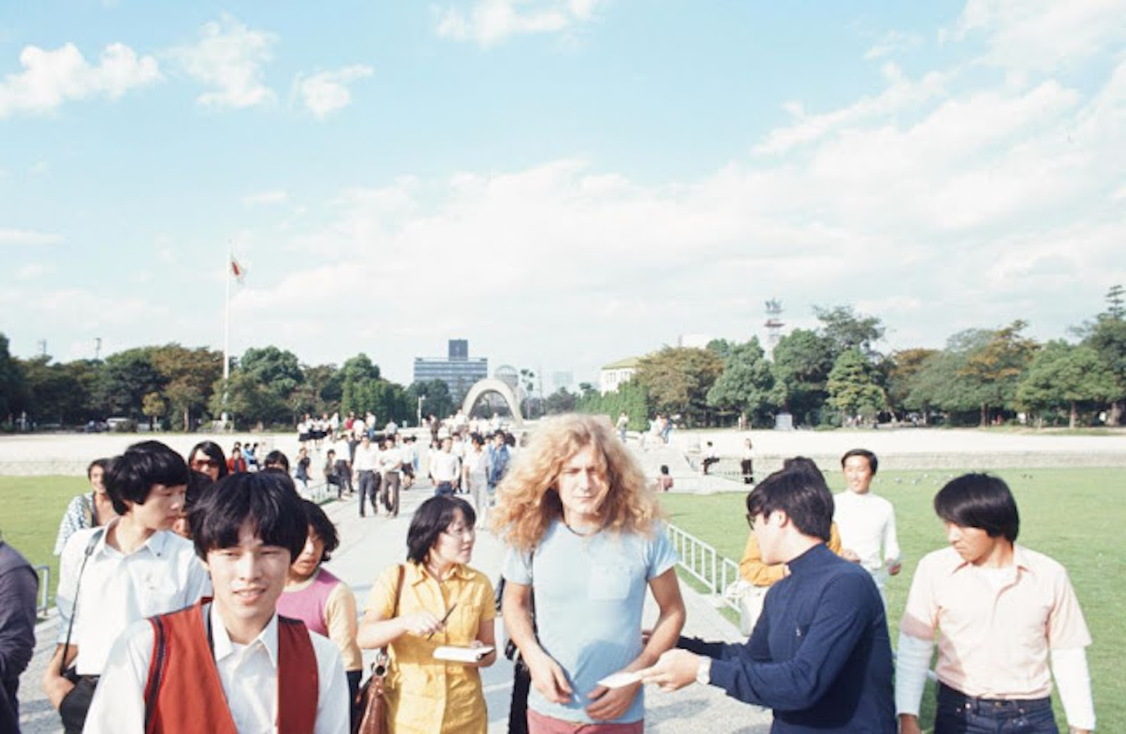 rock-stars-as-tourists-in-japan-1970s-80s-6.jpg