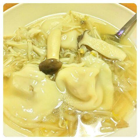 須田先生きのこの水餃子鍋