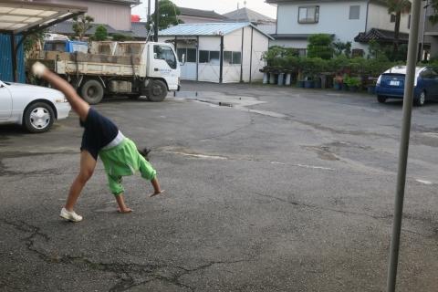 「娘が駐車場で回っていました!」②