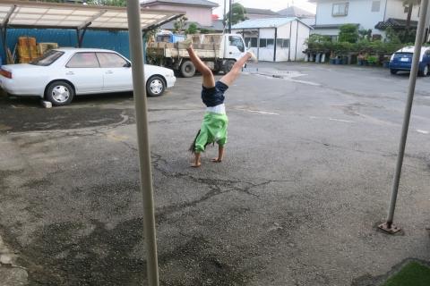 「娘が駐車場で回っていました!」④