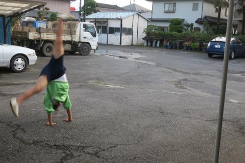「娘が駐車場で回っていました!」③