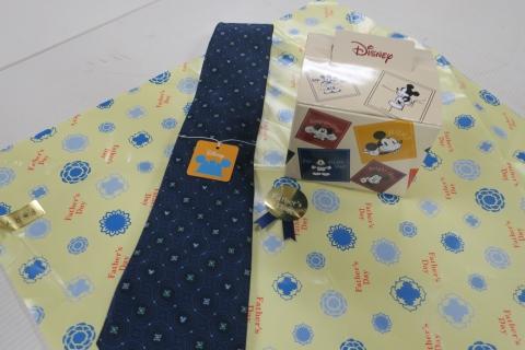 「父の日のプレゼントはパジャマ&ネクタイ」③