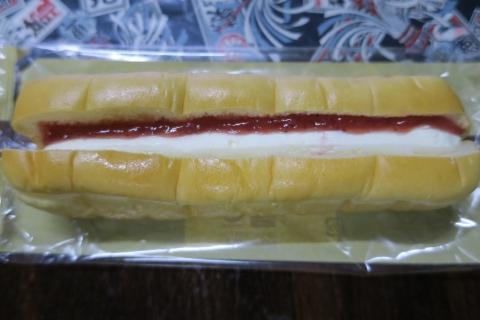 「いちごジャム&チーズクリーム」ちぎりパン②