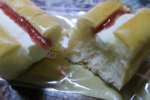 「いちごジャム&チーズクリーム」ちぎりパン③