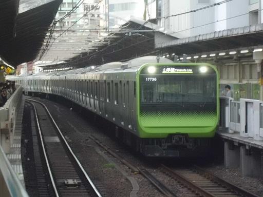 E235系トウ01編成