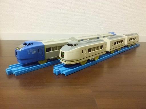 キハ281系と651系