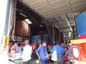 10:46 竹鶴酒造倉庫はおまつりで物産販売会場となっています。