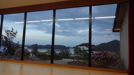 18:44 窓からの眺め(食事会場にて)