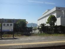 9:55 忠海駅のそばにアヲハタがあります。