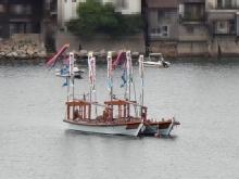 6:43 鞆港に停泊している舟に鯉のぼり?じゃなくて吹き流しでした