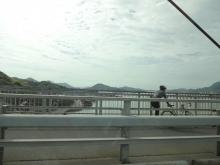 8:58 生口橋は自転車が左に走っています