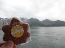 11:59 宮島口に向かうフェリーにて~もみじ饅頭 クリーム1個100円