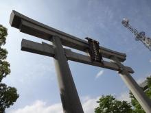 14:31 東側の広島護国神社の鳥居
