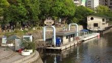 16:59 ひろしま世界遺産航路(宮島への船)が橋のたもとから出ています