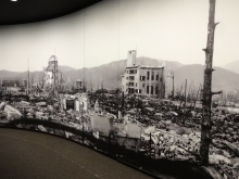 17:19 広島平和記念資料館にて