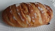 パインとくるみのパン 220円
