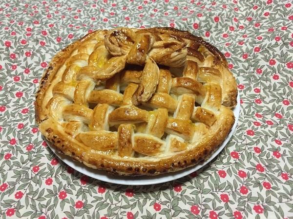 お友達からプレゼントされた信州ゴールドの手作りアップルパイ