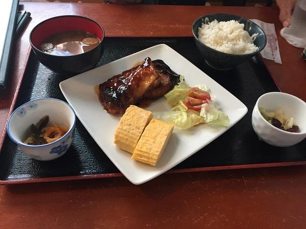 賀露幸の日替わり定食・ブリの照り焼き定食