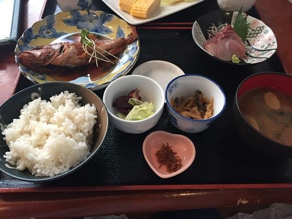 『賀露幸』お魚定食・本日はメバルの煮付け